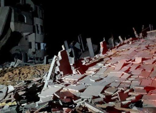 """""""بيت لاهيا"""": انتشال جثماني شهيدين من تحت أنقاض أحد المنازل المستهدفة"""