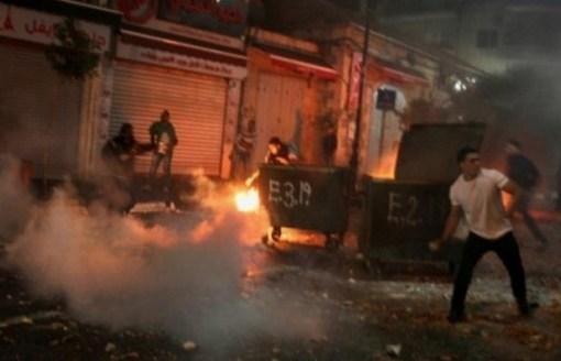 الاحتلال يصيب شابا بالرصاص المطاطي في الرأس والعشرات بالاختناق خلال مواجهات في قلقيلية