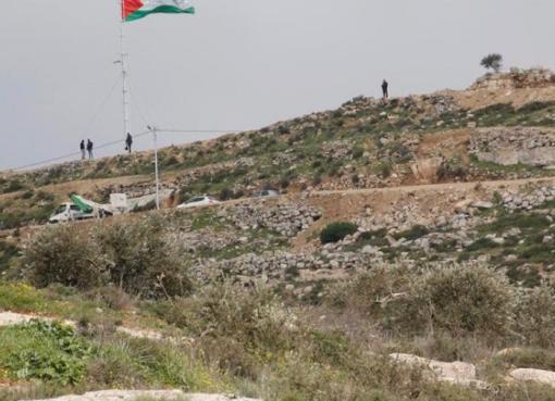 100 مستوطن يقتحمون جبل العالم في نعلين والاحتلال يجرف 300 دونم في محيطه