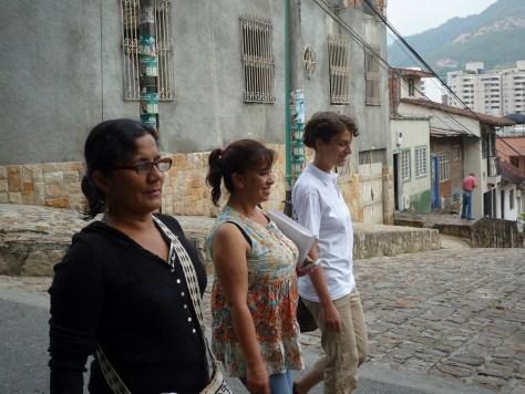 100320 Cali Laura Nägele con Berenice Celeyta y Olga Araújo de NOMADESC_blog