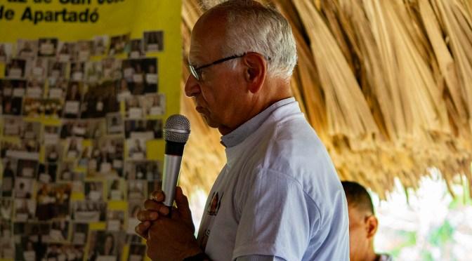 """""""El derecho a la libertad de expresión es el derecho más esencial en una democracia» Padre Javier Giraldo"""