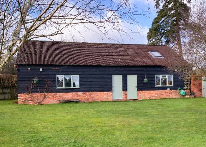 Garage/Workshop by Builders in Newbury