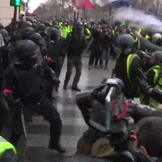 Image for the Tweet beginning: #GiletsJaunes De westerse democratieën doen