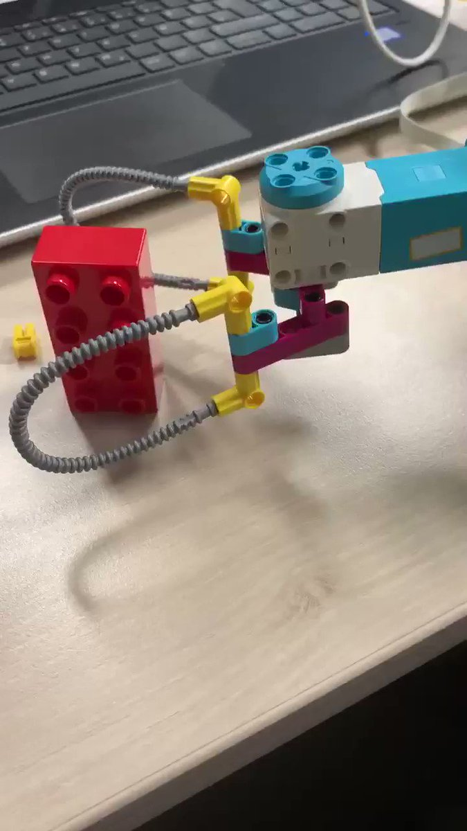 Image for the Tweet beginning: A fantastic ⁦@LEGO_Education⁩ SPIKE Prime