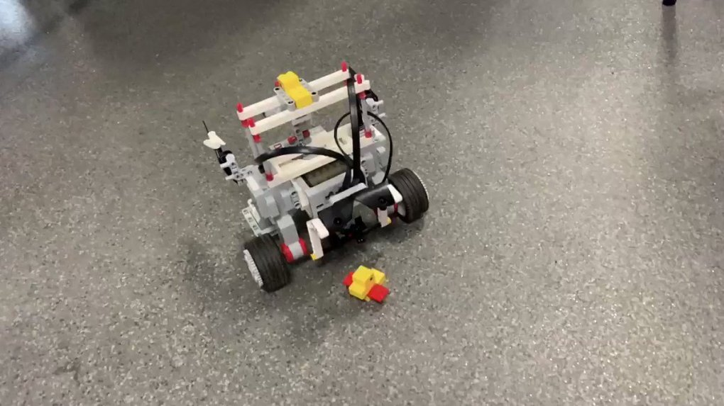 Image for the Tweet beginning: Duck clearance. @LEGO_Education @Tomorrows_Eng #LEGOconfidence
