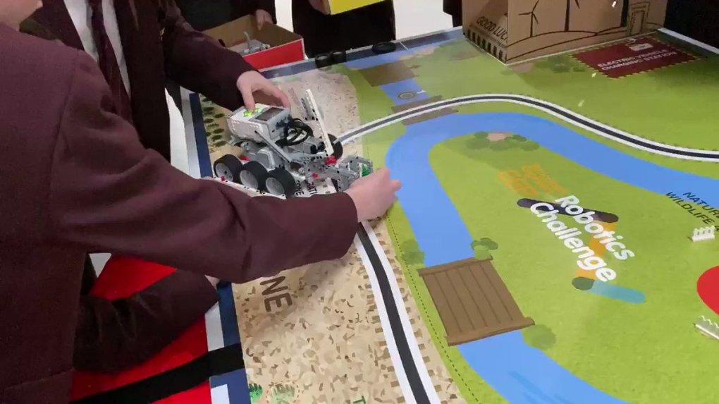 2 mn9csylcaDwUSV - Raising Robots - LEGO Mindstorms EV3 & WeDo