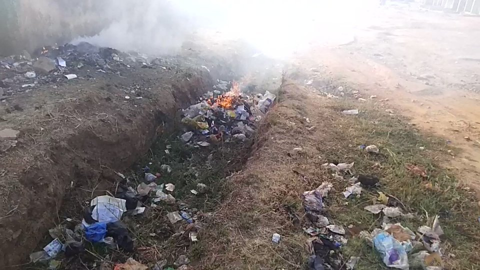 Take a deep breath. #Plastic waste like this is burnt in many developing countries. New @Tearfund report puts figures on plastic #pollution from 4…