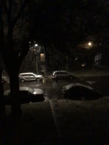Image for the Tweet beginning: Snowing 72nd Wabash Ave Chicago