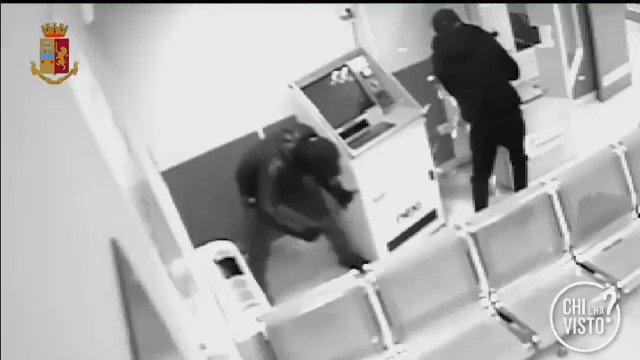 Rapine nelle Asl: La Polizia di #Napoli ha arrestato 4 persone. Ci sono altre vi…