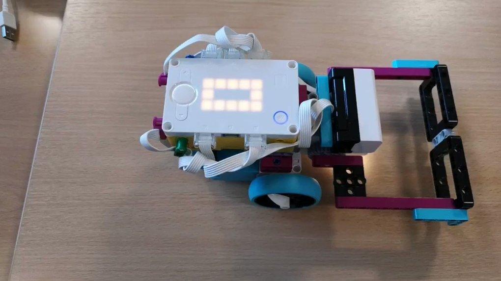 SFRPqKmFfD5JQHoV - Raising Robots