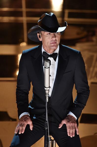 Tim McGraw Tim McGraw shows us how to best wear a cowboy