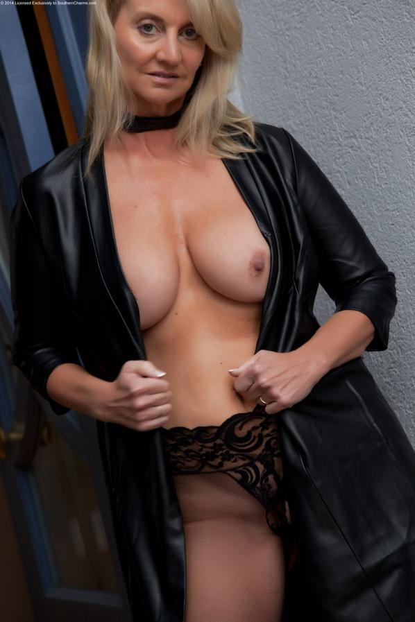Arosa Lynn on Twitter Lots of nude pics Arosa