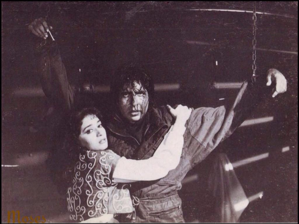 Pic- Amitabh Bachchan ji & Madhuri Dixit ji in SHANAKHT - unreleased film  @SrBachchan http://t.co/lp6vxSc5P3
