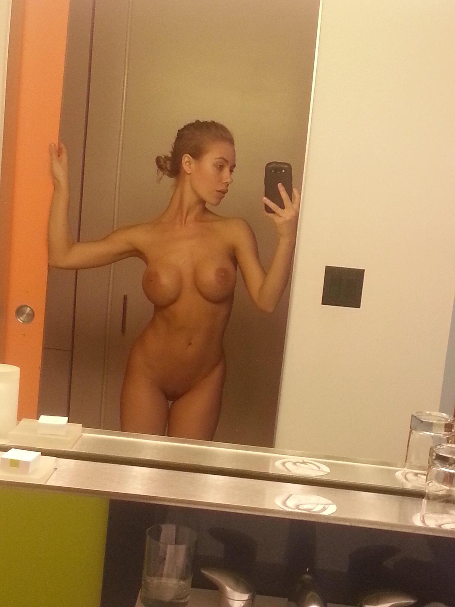 Nicole Aniston on Twitter nsfw fitordie nomakeup lazypleasesendsnacks httptcogqpHSwfg1p