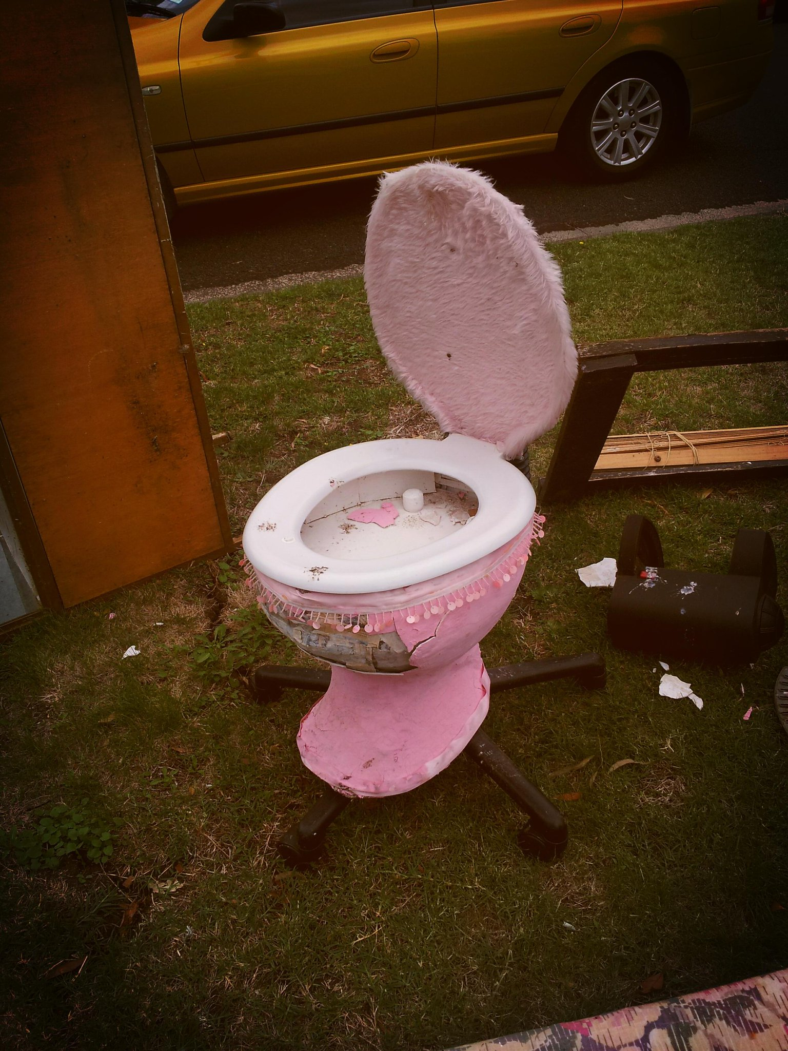 Pink Fluffy Chair P Confusa On Twitter Quotoffice Chair Fluffy Pink Toilet