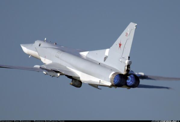 test ツイッターメディア - Tu-22M…冷戦下にソ連のツポレフ設計局が開発した中距離爆撃機。ソ連ではミサイル爆撃機に分類された。コードネームは『バックファイア』超音速、可変翼、長航続距離を特徴とする。現在もロシアで運用されている。Tu-22とは全く別物 https://t.co/riF83cBCKu