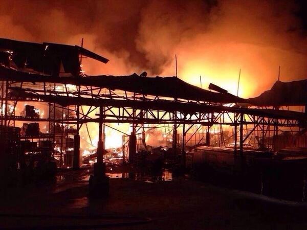 BWtmJJQCEAAlszv Cháy lớn tại  trung tâm mua sắm ở Thái Lan