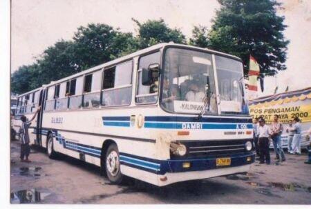 Hasil gambar untuk bus gandeng ikarus