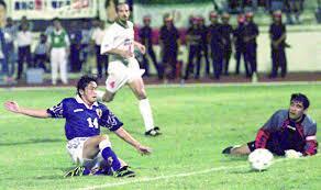 test ツイッターメディア - 1997年11月16日は日本のサッカー史上忘れられない日だ。マレーシアのジョホール・バル。岡野は飛び込んだ。初めてのワールドカップ。4年前のリベンジ。日本が世界の扉を開けた瞬間だ https://t.co/CNQNkpwSaC