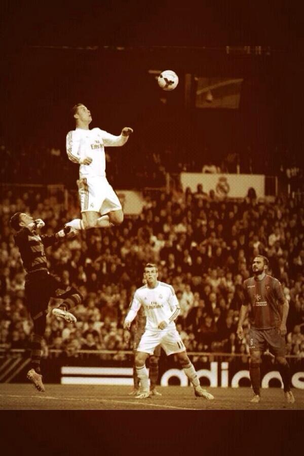 Ronaldo Vertical : ronaldo, vertical, Twitter:,