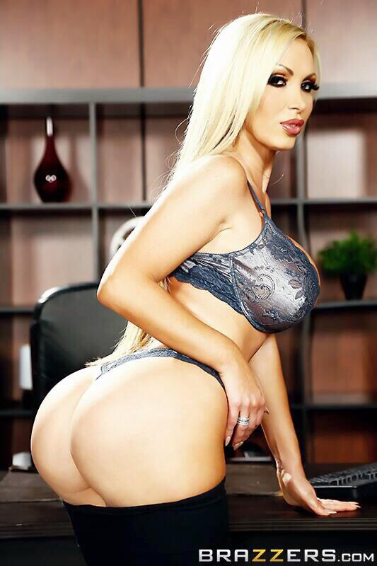 NIKKI BENZ on Twitter Hot damn it Your booty like 2