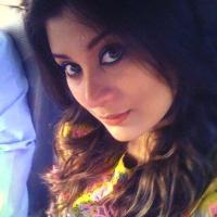 Pakistani sexy actress Sarah Umair