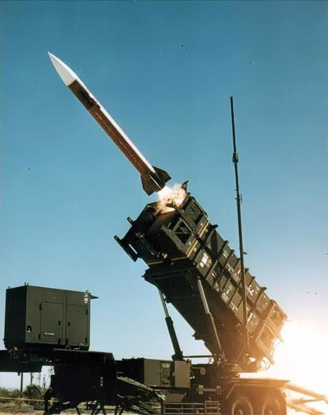 test ツイッターメディア - MIM-104(パトリオットミサイル発射システム) 米レイセオン社がMIM-14 ナイキ・ハーキュリーズの後継としてアメリカ陸軍向けに開発した広域防空用地対空ミサイルシステム パトリオットの意味は愛国心、愛国者 https://t.co/0yax4TCusM