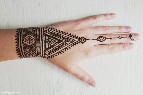 Motif Henna Tangan Simple Love