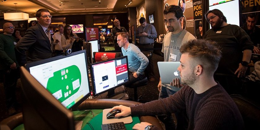 Artificial intelligence wrecks poker pros to stack up a profit of $800,000