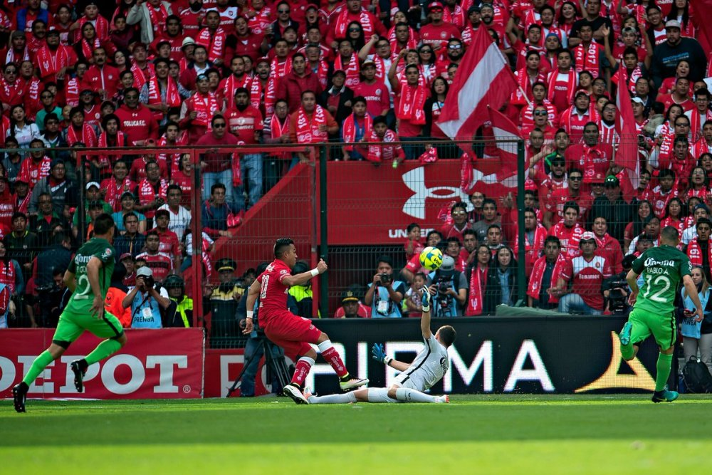 Atajada de Marchesín. América vs Toluca 2017
