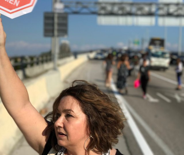 Womensmarchmia Just Shut Down A Major Highway To Protest Notmypresident Trumppic Twitter Com Y5cr9ejyxj