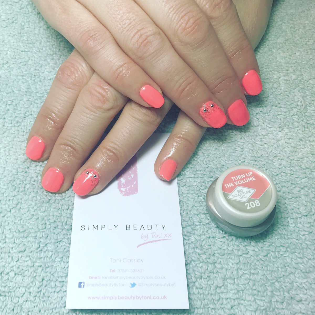 Simply Beauty Bytoni On Twitter Some Biosculpturegb Nails In 208 Turn Up The Volume For Francesca S Holiday Enjoy Gelnails Biosculpture
