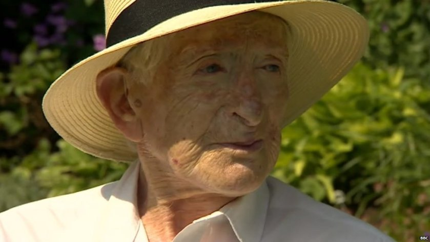 Sandy Saunders: WW2 'Guinea pig' pilot dies from cancer