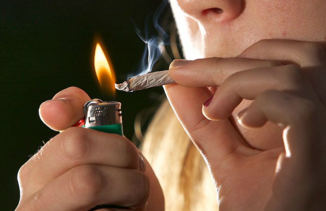 Group Gives Away Joints to Protect Pot Shops From Feds #California #USA #business