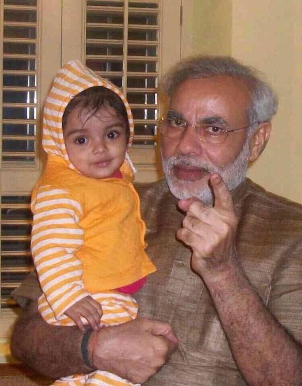 رئيس الوزراء الهندي مع حفيدته