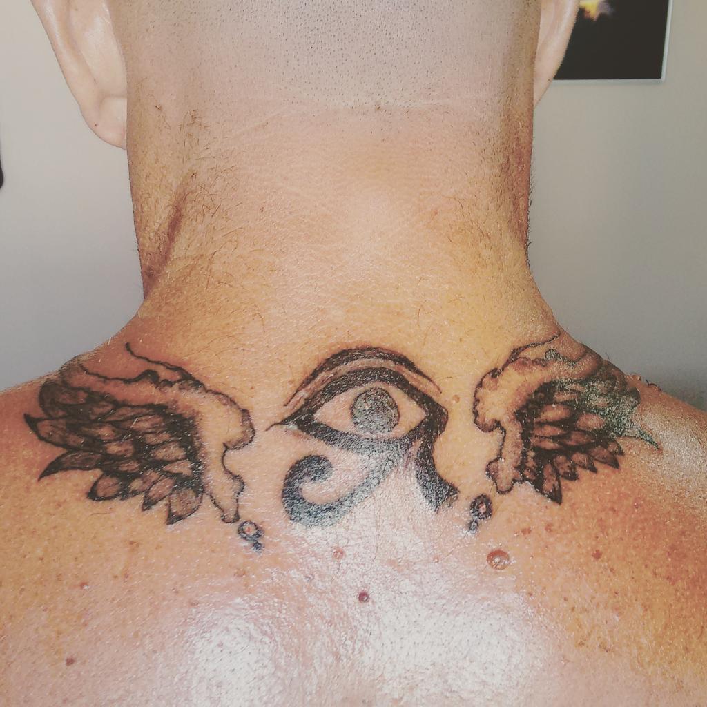 Alive Tattoo On Twitter Tatuaje Ojo De Horus Con Alas Para Un