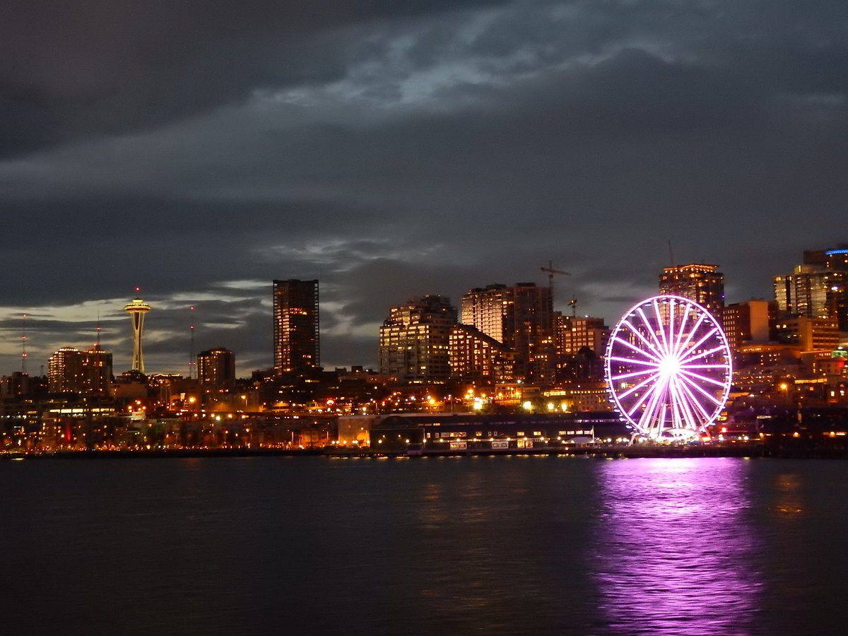 Good night bicycle tour in Seattle