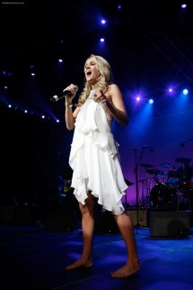 Carrie Underwood Barefoot Stage