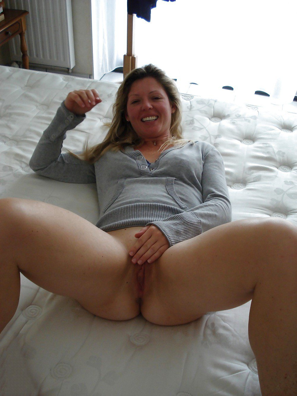 London MILF on Twitter Horny slut loves playing with