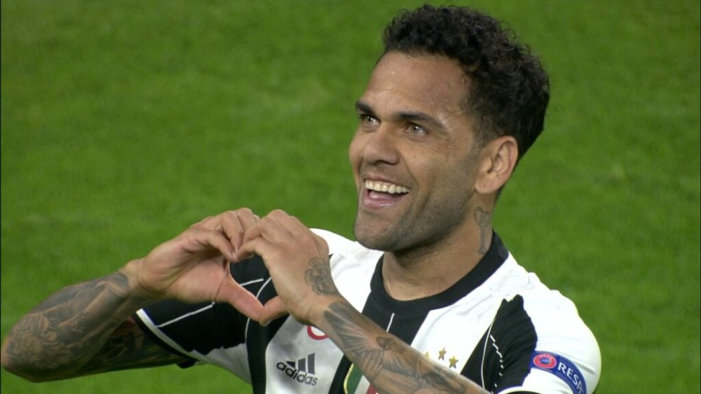 Image result for dani alves celebrating juventus goal with a sign of heart
