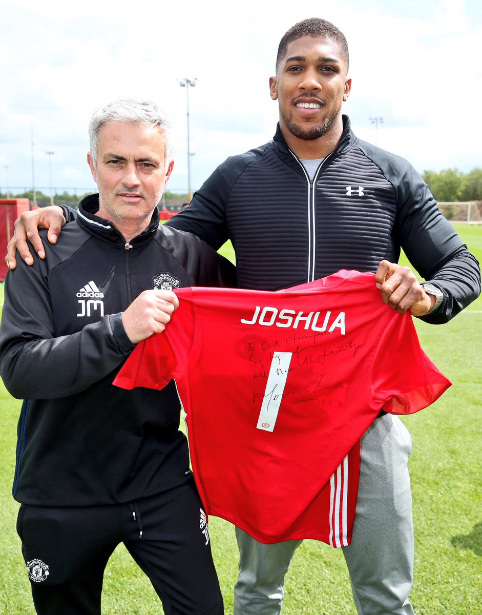 C_uSQ9MW0AEGw8q Anthony Joshua Trains With Manchester United Players, Pictured With Jose Mourinho (Photos)