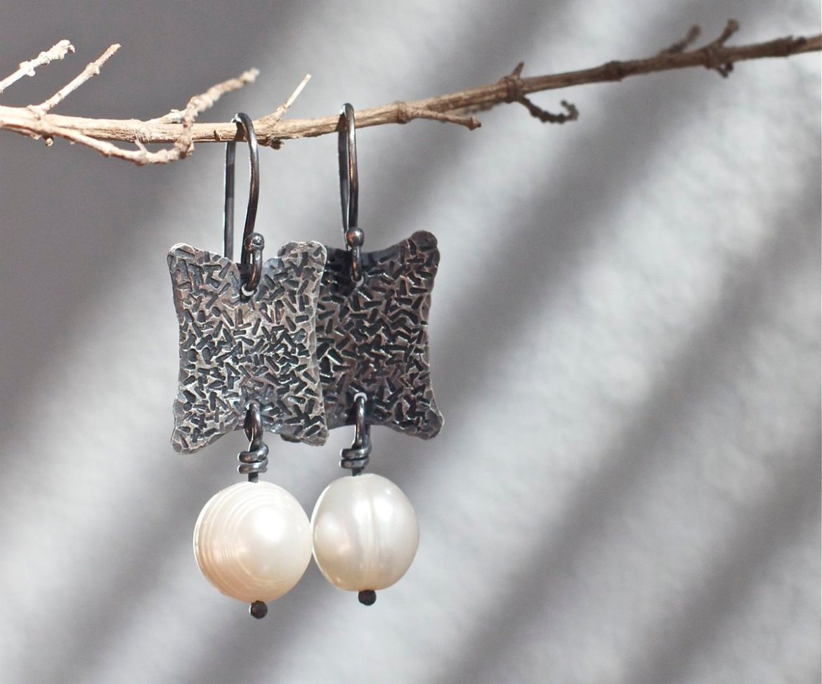 Sterling silver and peal earrings    #etsymntt #growthpromoter #bigdata