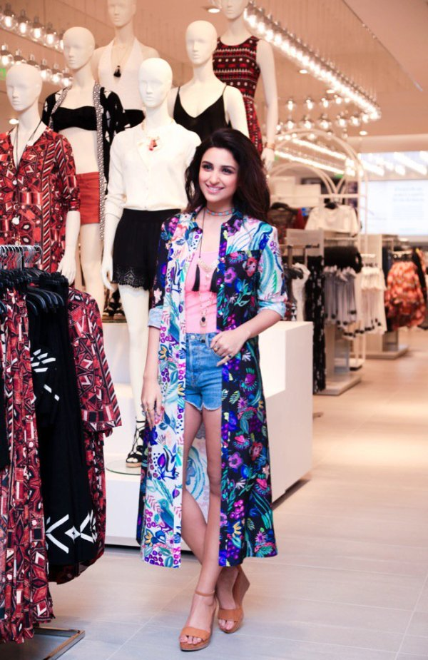 Parineeti at the 4000th H&M store launch at DLF Mall Of India