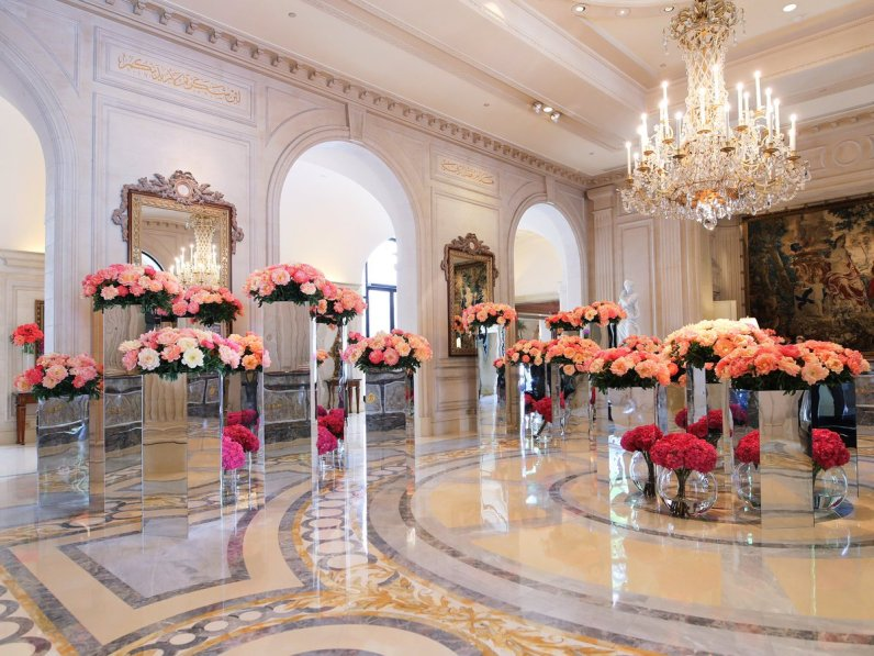 "FS George V Paris on Twitter: ""Our lobby as turned into a giant ..."