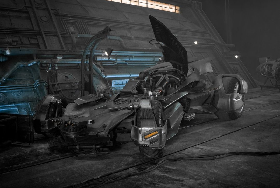 First Look At Justice League's Upgraded Batmobile 1