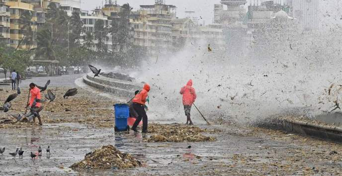 9 tonnes of garbage on Marine Drive