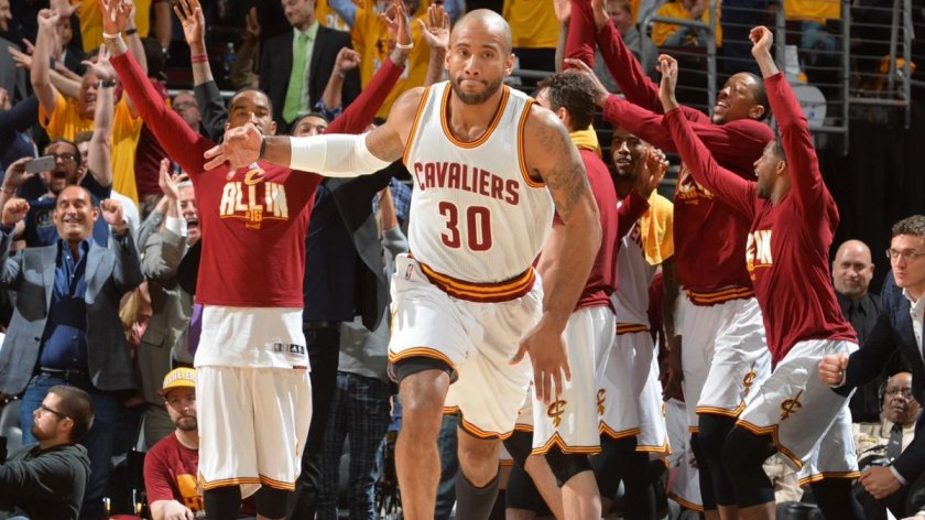Dahntay Jones released by @cavs   MORE: