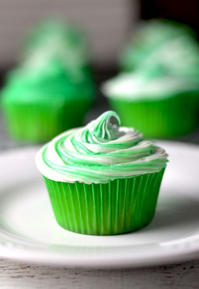 Warning: Do not lick your screen. Click here for these Irish Cream cupcake �