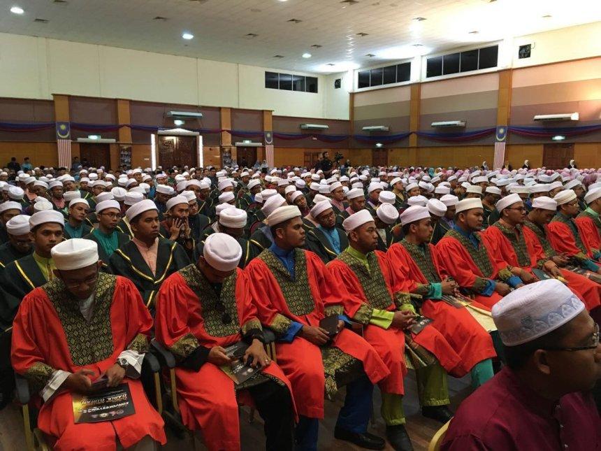 """BERNAMA on Twitter: """"Jamil Khir Baharom rasmi sambutan Jubli Emas dan  Istiadat Konvokesyen kali ke-25 Darul Quran JAKIM.… """""""