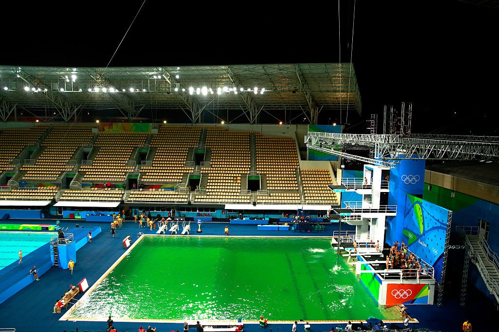 Ewwwwww! Olympic diving pool mysteriously turns green @Rio2016